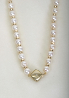Pearl and Gold Necklace - Diamond Center